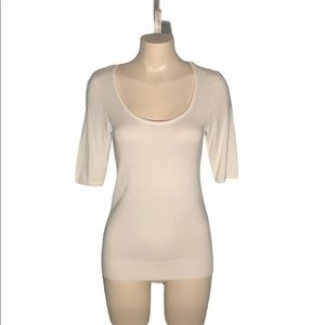 Le Chateau Cream/White Scoop Neck Elbow Length Top